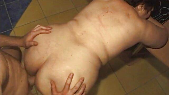 Mamma si masturba film porno completi da scaricare sulla sedia