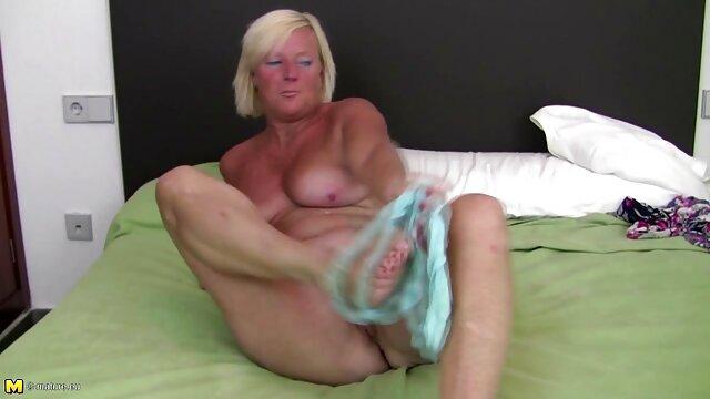 Bella sotto tette porno film da scaricare cazzo