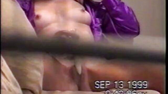 18 anno vecchio Tanya giocattolo shaking su film porno scaricare il ground