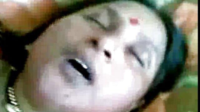Tre gruppi hanno violentato un scarica porno gratis giovane a un tavolo da biliardo