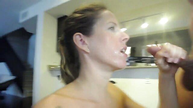 Bella ragazza annegamento in porno scaricabili gratis cum